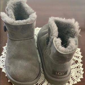 grey ugg booties.